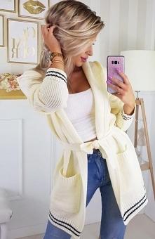 Carmel sweter z numerem kremowy Rewelacyjny sweter damski dostępny w kilku mo...