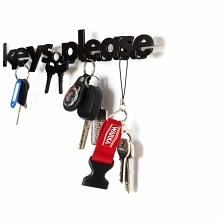 Nie masz gdzie zawiesić kluczy? Tutaj proszę :). Wieszak KEYS PLEASE wskaże ci doskonałe miejsce. Wieszak na klucze posiada 7 haczyków, dzięki którym pomieści zestawy kluczy wsz...