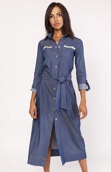Lanti SUK158 sukienka jeans Wygodna, długa sukienka o ponadczasowym wyglądzie, zapinana z przodu na napki, wykonana została z miękkiej dzianiny imitującej jeans