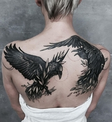 czarne ptaki tatuaż na plecy
