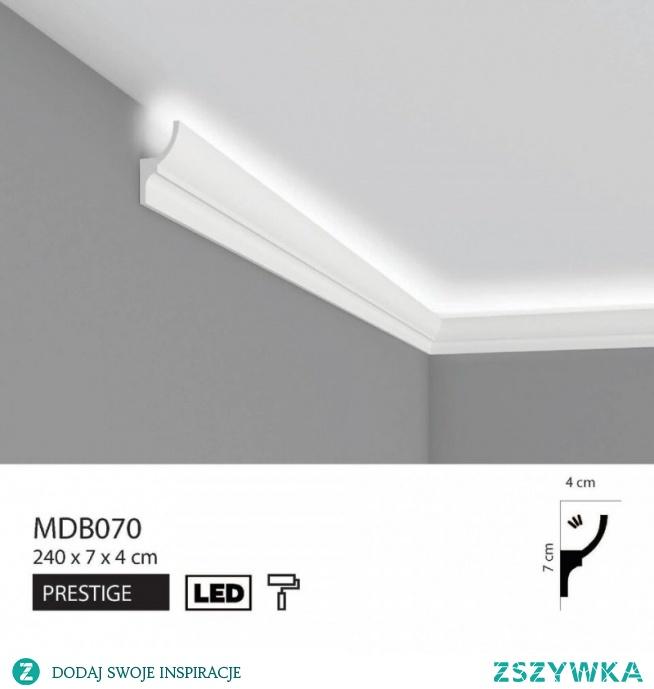 Listwa oświetleniowa przysufitowa MDB070 Mardom Decor Prestige to elegancka, nowoczesna dekoracja oświetleniowa. Profil MDB070 Mardom to listwa przysufitowa oświetleniowa pasująca do nowoczesnych aranżacji wnętrz. Zastosowanie takiego modelu listwy oświetleniowej pozwoli na stworzenie niepowtarzalnego charakteru i prestiżu w pomieszczeniu. Model listwy o wymiarach 240 x 7 x 4 cm.
