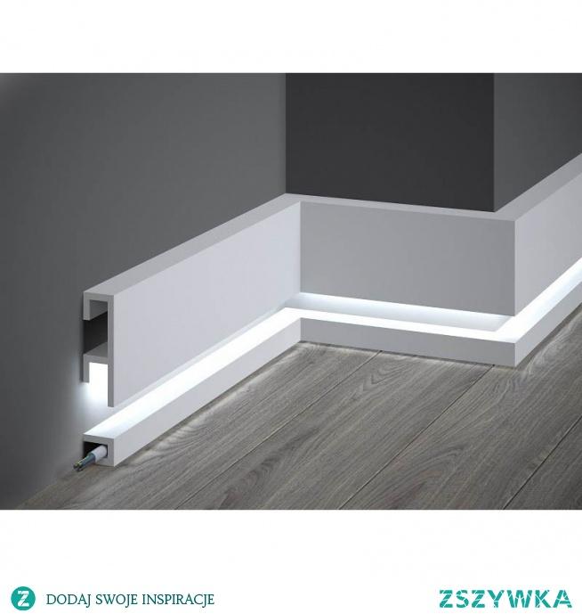 Listwa przypodłogowa oświetleniowa QL019P Mardom Decor z kolekcji Pure. Model QL019P to projekt Tomasza Rygalika. Nowoczesna forma przedstawiona w prostym i minimalistycznym wydaniu. Gładka listwa przypodłogowa oświetleniowa QL019P Pure bez zdobień z dużą wnęką na zamaskowanie przewodów i otwartą przestrzenią w dolnej części na zastosowanie oświetlenia LED. Listwa podłogowa pomalowana fabrycznie.