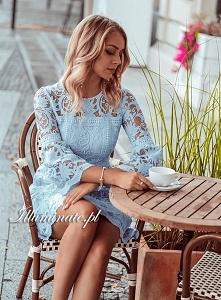 Koronkowa, błękitna sukienk...