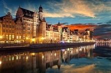 Puzzle z widokiem przepięknego Gdańska nocą.