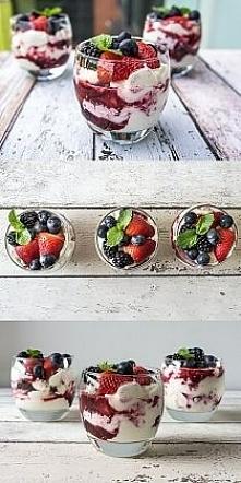 Owocowe parfait ze świeżymi...