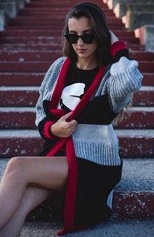 Sue Rose sweter szary Klasyczny sweter damski wykonany z ciepłej i miękkiej dzianiny, prosty fason jest gwarancją wygody, świetne połączenie kolorów sprawi, że kardigan idealny ...