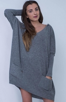 Sue Vanessa sweter grafitowy Śliczny, klasyczny sweterek na chłodniejsze dni, luźny wygodny krój i fason, dekolt piekne opada na ramiona, sweter posiada kaptur, który ochroni pr...