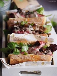 Kanapka ze stekiem, balsamicznymi grzybami i serem żółtym / Cheesy steak sand...