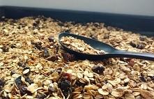 Cynamonowa granola Przepis: W misce mieszamy: *4 szklanki płatków owsianych *...