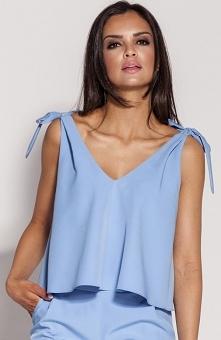 Dursi Stia bluzka niebieska Śliczna bluzka damska o krótszym fasonie pięknie prezentuje się na sylwetce, ramiączka uroczo wiązane na ramionach, luźniejszy fason kamufluje drobne...