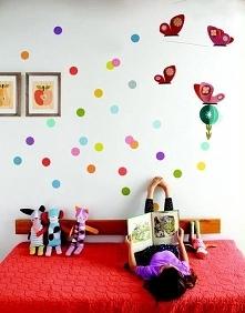 Jak udekorowaliście pokój Waszego dziecka?  Kolorowe obrazki w drewnianych ra...