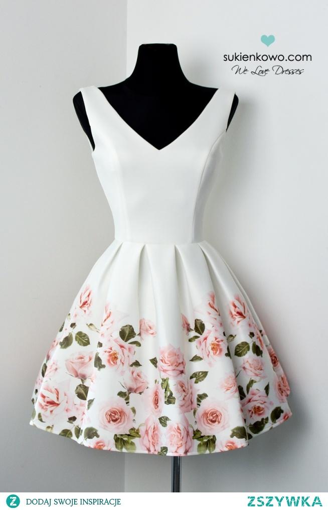 Kliknij w zdjecie by przejść do produktu INES - Rozkloszowana sukienka z kwiatami na dole. sukienkowo.com