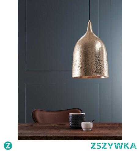 BONGO to nowoczesna lampa wisząca o eleganckim wyglądzie. Została wykonana z metalu polakierowanego na złoty kolor. Lampa stanie się niezastąpionym elementem dekoracyjnym wielu pomieszczeń.
