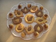 Kruche dwukolorowe ciasteczka przygotowane własnoręcznie według  przepisu ze strony Ani Starmach.   Składniki:      250 g mąki pszennej     120 g cukru pudru     125 g masła    ...