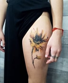 kwiatek tatuaż