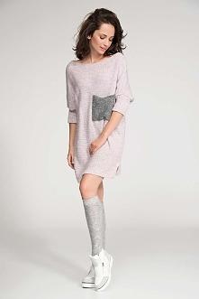 Długi Różowy Sweter z Kontrastową Kieszenią