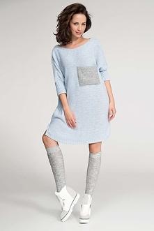 Długi Błękitny Sweter z Kontrastową Kieszenią