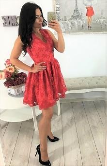 Sukienka elegancka koronka