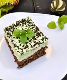 Mięta i czekolada to idealne połączenie. Takie ciasto tylko to potwierdza! SKŁADNIKI: -BISZKOPT: 3 jajka 100 g cukru 100 g mąki łyżeczka proszku do pieczenia łyżka kakao łyżka m...