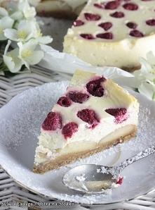 SERNIK Z BIAŁĄ CZEKOLADĄ I MALINAMI - kliknij w obrazek po przepis! Uwielbiam maliny, a jeszcze bardziej przetwory mleczne, dlatego to ciasto wręcz ubóstwiam!
