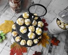 Cytrynowe Popękane Ciasteczka - Lemon Crinkle Cookies. Uwielbiam je :-) Składniki: 100 g białej czekolady 1\3 kostki Kasi 0,5 szkl.cukru 3 szkl.mąki pszennej 1 łyżeczka proszku ...