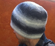 Zrobiło sie zimno wiec zaczęłam szydełkować czapki. Moi mężczyźni wola takie ...