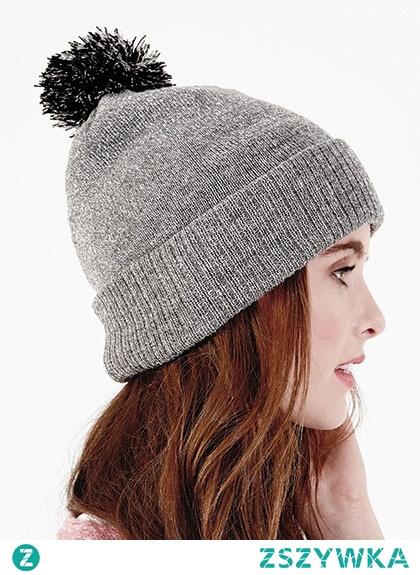 Klasyczne czapki z pomponem na jesień/zimę dostępne już w sklepie! ♥ Link w komentarzu pod zdjęciem.