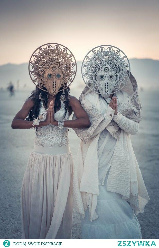 Te maski są dość intrygujące...