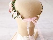 Wianek ślubny z kwiatów w o...
