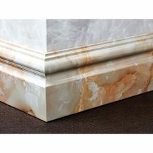 Subtelna listwa przypodłogowa klasyczna w kolorze Crema Marfil LPK208 firmy Dekorplanet z kolekcji Elegance. Model cokoła wykończeniowego to świetna imitacja kamieni szlachetnyc...