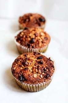 Muffinki z orzechowo-owsianą kruszonką.