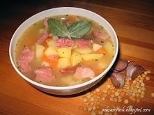 Grochówka        40 dag grochu łuskanego połówki      2 marchewki      1 pietruszka      1/2 selera      4 ziemniaki      1 cebula      2 ząbki czosnku      40 dag wędzonego boc...