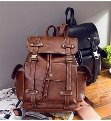 Brązowe plecaki o takim fasonie to klasyki. Kliknij w zdjęcie i zobacz gdzie go kupić!