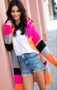 Numinou S33 kardigan pomarańczowy-fuksja Rewelacyjny kolorowy sweter, który rozweseli każdą stylizację, wykonany został z przyjemnej dzianiny,luźny fason świetnie układa się na ...