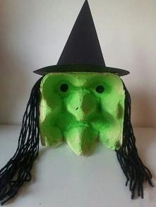 Niebanalna ozdoba halloweenowa z opakowania po jajkach... Cudeńko! :)