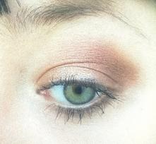 Ciepłe odcienie jesieni. Makijaż wykonany paletką Rimmel