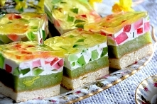 """#ciasto """"Wiosenka"""" #biszkopt: 4 jaja 4 łyżki cukru 4 łyżki mąki pszennej tortowej (z niewielkimi górkami) 1/3 łyżeczki proszku do pieczenia 1 płaska łyżeczka cukru wan..."""