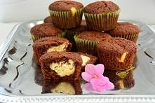 """muffinki """"Izaura"""" (czekoladowe z twarogiem)   Przepis na 12 sztuk.  murzynek: 1 szklanka mąki pszennej 1/3 szklanki cukru 1 łyżeczka proszku do pieczenia 1 kopiasta ły..."""