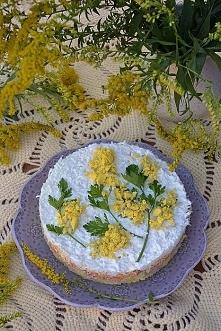 Sałatka mimoza  3-4 średnie ziemniaki ok. 150-200 g obranej marchewki 1 puszk...