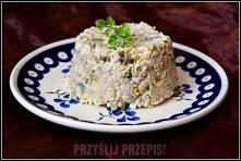 Sałatka z kuskusem i cykorią  1/2 opakowania kaszy kuskus (120  g) 1 puszka tuńczyka 2 cykorie kawałek pora 3 ogórki konserwowe 2 łyżki majonezu 2 łyżki jogurtu naturalnego sól,...