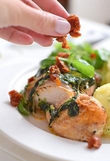 Kurczak zapiekany ze szpinakiem w kremowym sosie