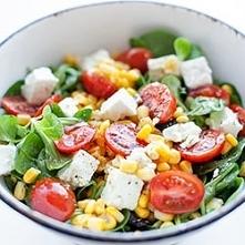 sałatka z fetą pomidorkami i kukurydzą Składniki 4 porcje, po 254 kcal 1 opak...