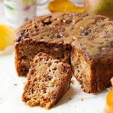 CIASTO JABŁKOWE Wilgotne ciasto z jabłkami, rodzynkami i cynamonem