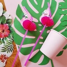 Kolorowe słomki z motywem różowego flaminga to modny dodatek do drinków. Wieczór panieński w stylu tropikalnym nie może się bez nich obejść!