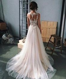 Wie ktoś gdzie mogę kupić suknie o podobnym kroju?