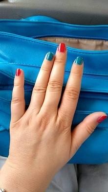 moje paznokcie w kolorze niebieskim i czerwonym od izza4989 z 16 października...