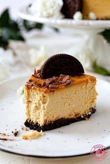 Sernik krówkowy  Składniki  składniki spodu:  18 ciasteczek oreo (można kupić w Lidlu ich wersję tych ciastek)60 g rozpuszczonego masła  składniki masy twarogowej:  1 kg twarogu...