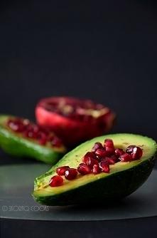 Awokado z granatem i octem balsamicznym / Avocado with pomegranate and balsamic vinegar