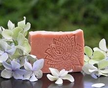 Naturalne Mydło z Różową Glinką o niebanalnym i zniewalającym cytrynowo-różan...