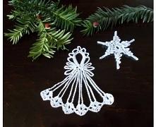Aniołek i gwiazdka wykonane szydełkiem z cienkich śnieżnobiałych bawełnianych nici. Zawieszki są usztywnione, do każdej dołączona zawieszka i metka. Idealnie wpasują się w Bożon...